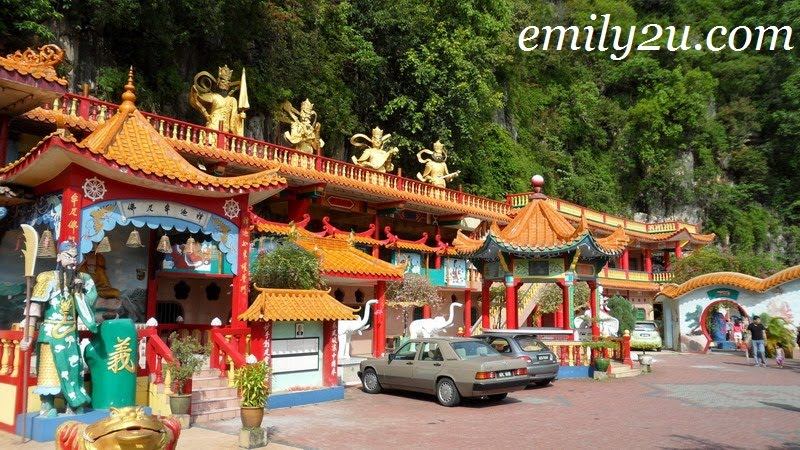 inside Ling Sen Tong