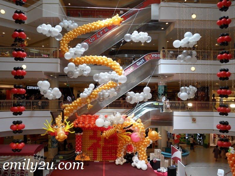 dragon balloon sculpture