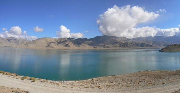 Lac Yashil Kul, près de Bulunkul (3730 m), Northern Alichur Range, district de Murghab (Pamir). Photo : Robert Middleton