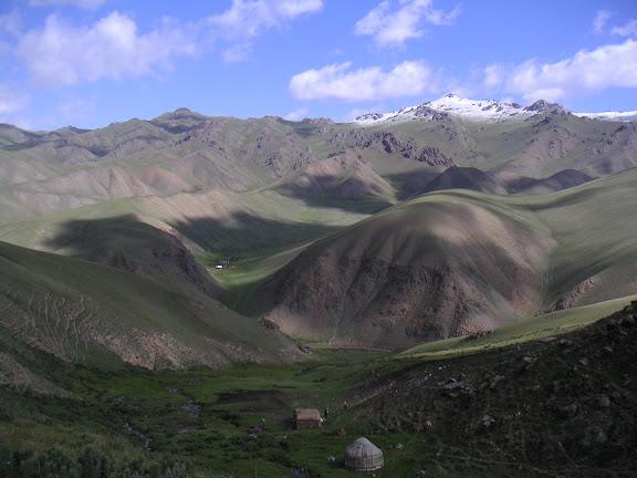 Vallon de Kichi-Kara-Kujur, vue vers le nord, au Sud de Dolon Pass, Kirghizstan, matin du 16 juillet 2006. Photo : F. Michel