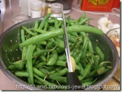 tipping green beans