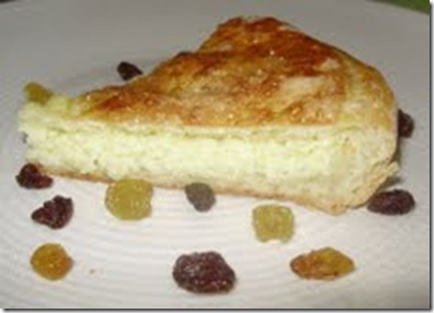 torta de queijo cortada