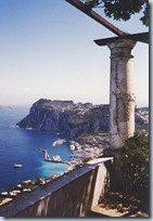 Overlooking_Capri_harbour_from_the_rotunda_in_Villa_San_Michele