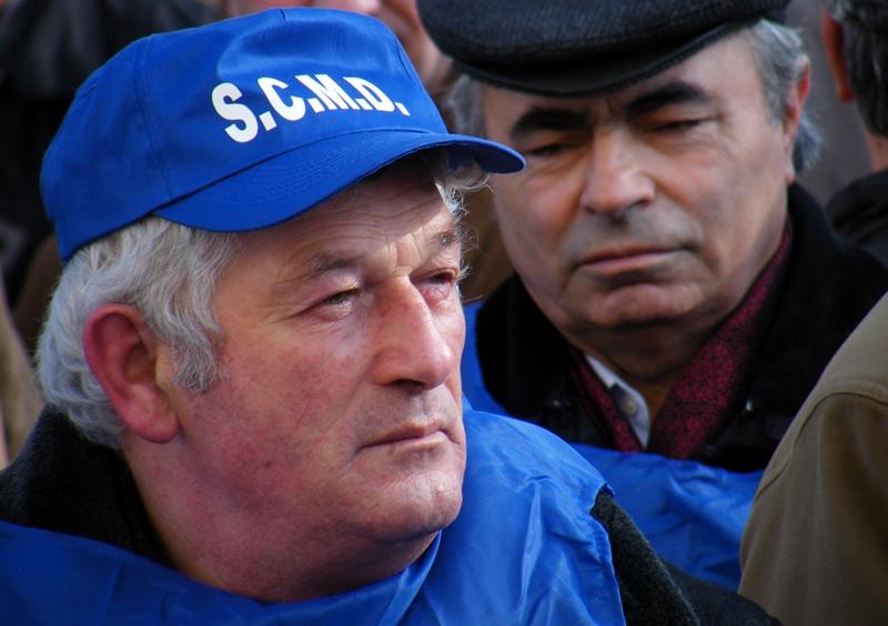 Protestul organizat de Sindicatul Cadrelor Militare Disponibilizate, în Rezervă şi Retragere - 24 ianuarie 2011, Suceava, Palatul administrativ