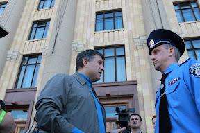© iggant: Арсен Аваков обращается к Александру Бараннику, ведётся видеосъёмка