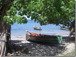 Barco_praia_areia_do_mar