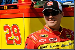 2010 Bristol Mar Kevin Harvick relaxes in garage