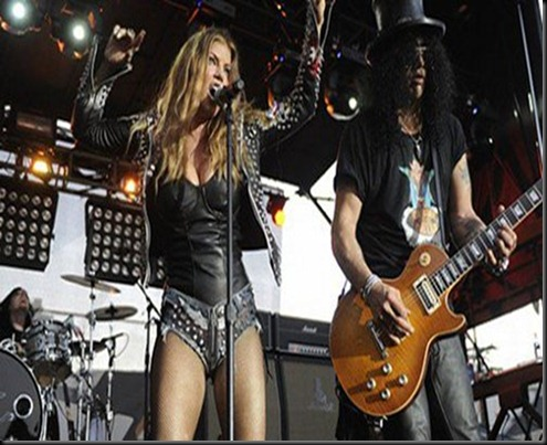 fergie-concert-studded_denim_
