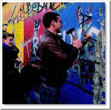 derrubando.o.muro.de.Berlim