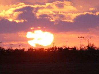 http://lh6.ggpht.com/_7ODftPSZPsY/S4q-gGw7JrI/AAAAAAAAAbQ/_ElEpgyEIpQ/sunset.jpg