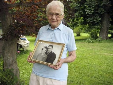 Jean Stevens holding a photo of her and her husband, Jimmy.