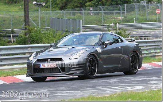 2012-nissan-gt-r-spec-v-spied-front-three-quarters