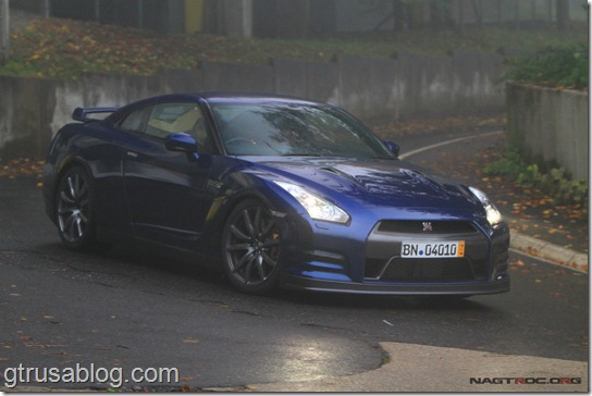 2012_Nissan_gtr_blue
