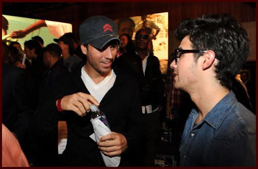 Jonas Brothers: Candids&Noticias [CLOSED] - Página 5 Wearetheworld013J
