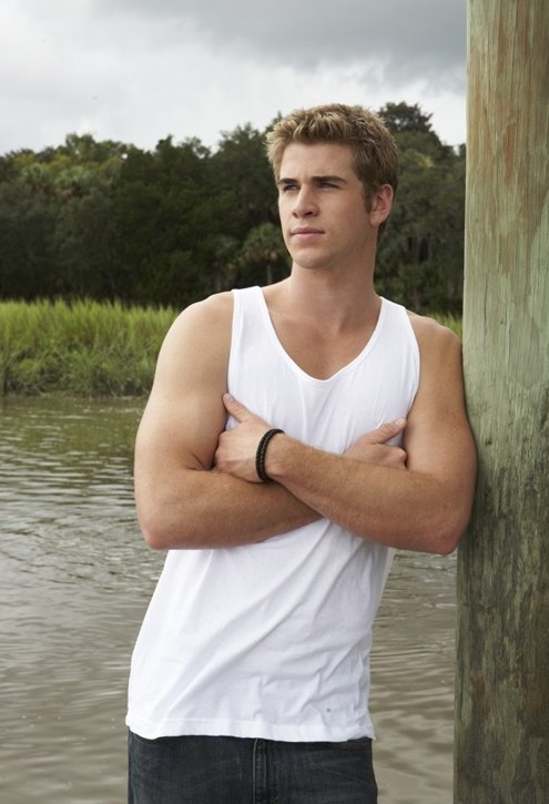 m  225 s fotos de the last song y ya hemos visto muchas de ellas peroLiam Hemsworth The Last Song Volleyball