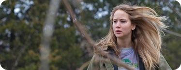 Jennifer Lawrence corriendo por el bosque cual Caperucita sin Capa