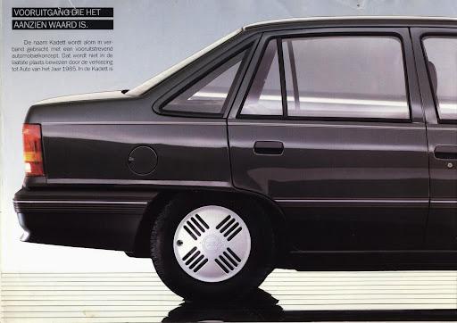 opel_kadett_sedan_1985_02.jpg
