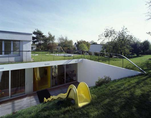 Low Profile Design Modern Undergound House Decorating With Two Sunken Open-Air Courtyards