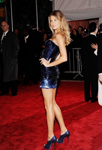 The-Model-as-Muse-Embodying-Fashion-Costume-Institute-Gala-4-May-gisele-bundchen-5998977-342-500
