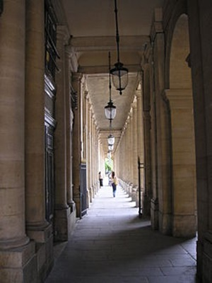 250px-Palais_Royal_Paris_Mai_2006_001