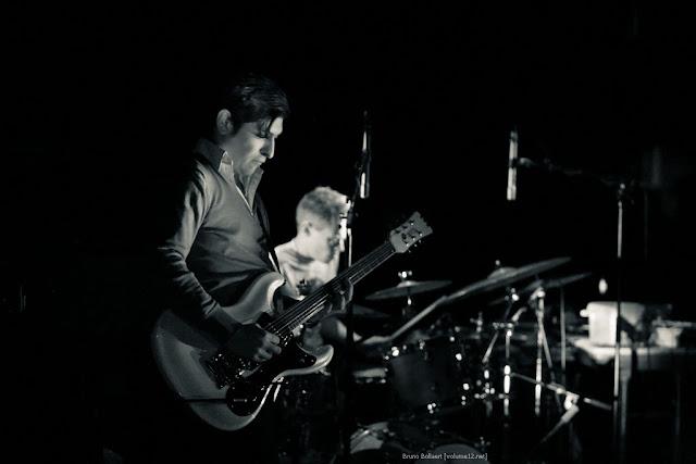 Dror Feiler / Kapotski, Domzaal, Vooruit, Gent, BE, 12/03/2009  Kapotski: Jonas Nachtergaele, Ruben Nachtergaele, Kurt Stockman, Lander Ghyselinck (drums), Jozef Dumoulin (toetsen), Rodrigo Fuentealba (gitaar) & Eric De Volder (licht)