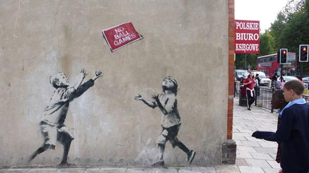 http://lh6.ggpht.com/_9F9_RUESS2E/SsTHK3lC7-I/AAAAAAAABPo/Rkl6VmcbN7c/s800/banksy-graffiti-street-art-noballgames.jpg
