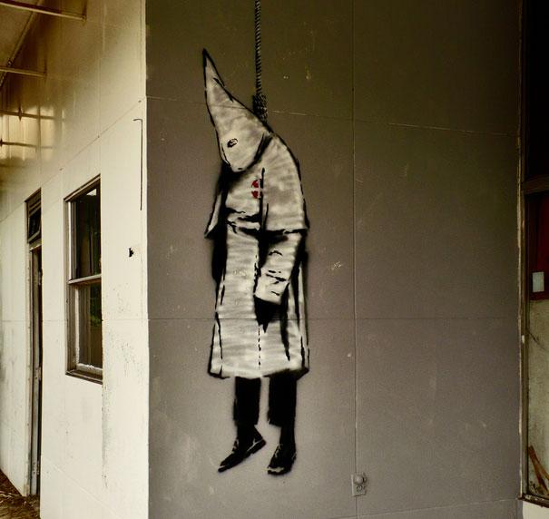 http://lh6.ggpht.com/_9F9_RUESS2E/SsVAJeZn3PI/AAAAAAAABR4/x1LkwjUJUt4/s800/banksy-graffiti-street-art-KKK.jpg