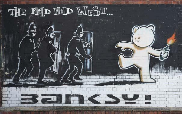 http://lh6.ggpht.com/_9F9_RUESS2E/SsZZFo75JmI/AAAAAAAABTo/CJsge-jmV7Q/s800/banksy-graffiti-street-art-mild-west-bear.jpg