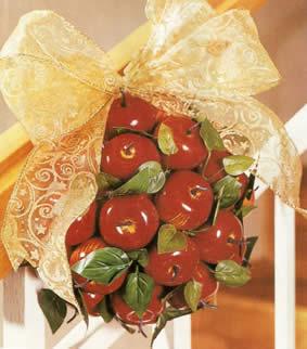Adornos navide os para decorar la oficina bola con manzanas for Adornos navidenos para oficina