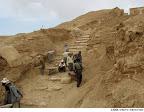 بخشی از راهپلهی زیویه که از خاک آواری انباشته شده است
