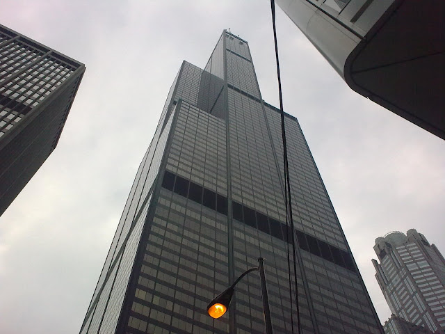 Al pie de la Torre Sears de Chicago