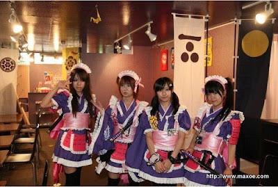 http://lh6.ggpht.com/_9UC8bTAAzEU/Sq0t8XNrEvI/AAAAAAAAGSI/6pV3Kscmsso/s400/samurai-maid-cafe-japan-02-500x336.jpg