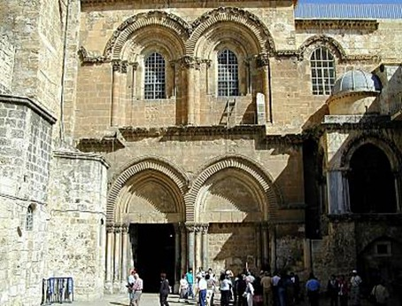 CHURCH_OF_HOLY_SEPULCHER_ENTRANCE_TB_N033100