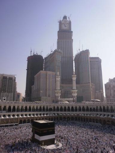 Ka'bah, Makkah dengan latar belakangbaru abraj al bait