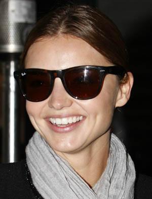 Lindíssimo óculos de sol RB4105 Wayfarer da marca Ray-Ban