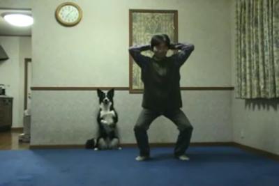 【動画】ヒンズースクワットをする犬と人