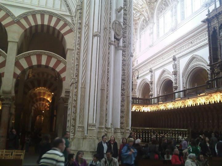 Aquí podemos observar los dos estilos de la Mequita catedral de Córdoba, Parte Musulmana y parte Cristiana