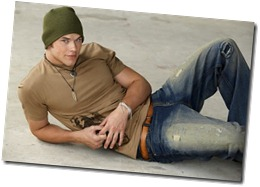 kellan-lutz-laying