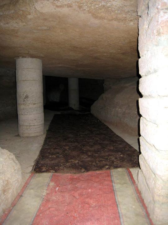 Один из коридоров в подземной мечети