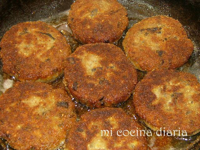 Hamburguesas de berenjenas y carne picada (Котлеты из баклажан и мясного фарша)