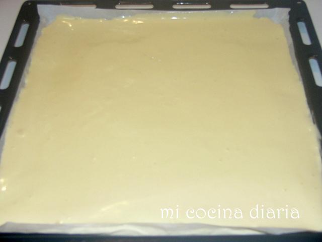 Brazo gitano con crema de Mascarpone y guindas (Рулет с кремом из Маскарпоне и вишен)
