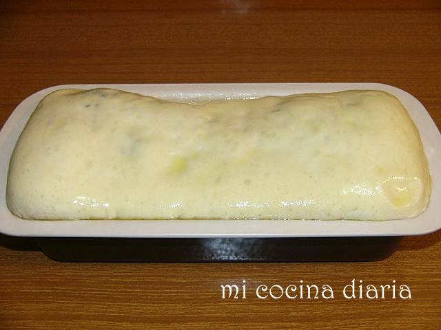 Pan relleno de jamón, olivas y queso (Хлеб с сыровяленным окороком, оливками и сыром)