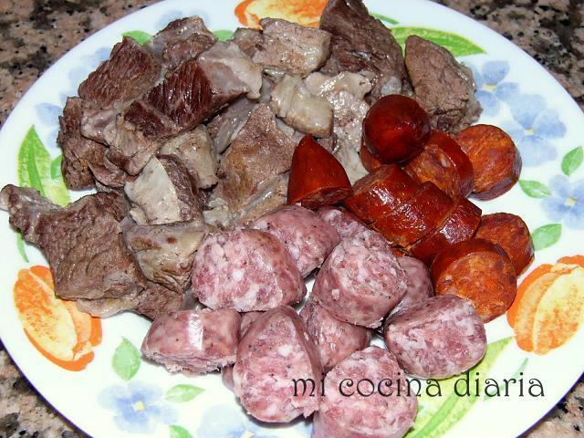 Solyanka de carne con setas (Мясная солянка с грибами)