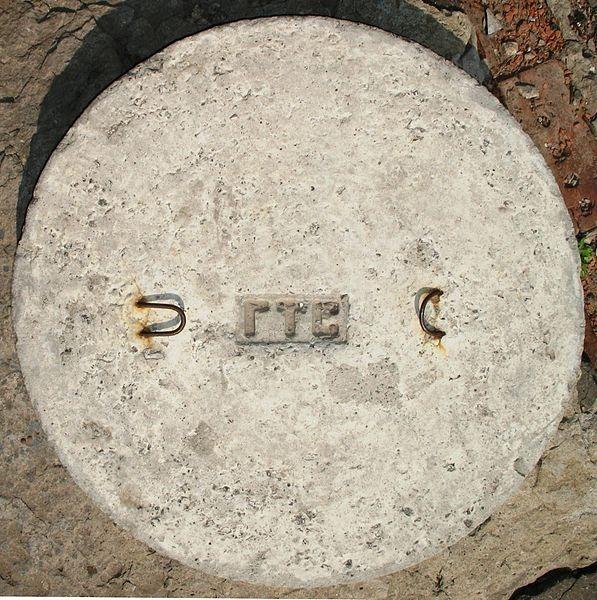 597px-Люк_тел.бетонМироносицкая81