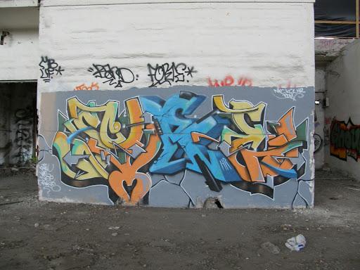 Hardcore, paint, kanna, blog, Budapest, fotók, graffiti, képek, nagybani piac, Nagyvásártelep, photos for sale, photostock, stockphoto, fényképek, tegs, teg, tegek, falfirka, vandalizmus, tegelés, tegelők, Hungary, magyar, Magyarország, műemlék, paint, iparcsarnok, ipar, dark, art, bomba, LSD, funny, vicces