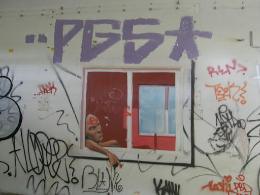 ablakok, blog, Budapest, fotók, graffiti, képek, nagybani piac, Nagyvásártelep, photos for sale, photostock, stockphoto, fényképek, tegs, teg, tegek, falfirka, vandalizmus, tegelés, tegelők, Hungary, magyar, Magyarország, műemlék, paint, iparcsarnok, ipar, dark, art, bomba, LSD, funny, vicces