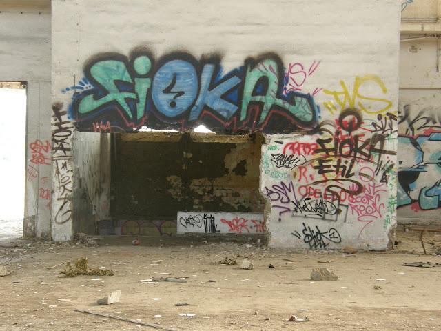Fióka, Etil, blog, Budapest, fotók, graffiti, képek, nagybani piac, Nagyvásártelep, photos for sale, photostock, stockphoto, fényképek, tegs, teg, tegek, falfirka, vandalizmus, tegelés, tegelők, Hungary, magyar, Magyarország, műemlék, paint, iparcsarnok, ipar, dark, art, bomba, LSD, funny, vicces
