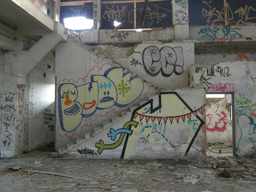 blog, Budapest, fotók, graffiti, képek, nagybani piac, Nagyvásártelep, photos for sale, photostock, stockphoto, fényképek, tegs, teg, tegek, falfirka, vandalizmus, tegelés, tegelők, Hungary, magyar, Magyarország, műemlék
