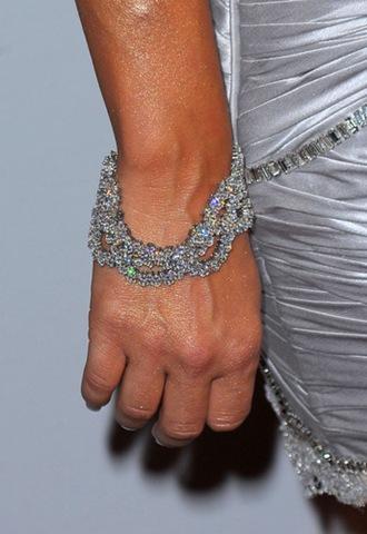 [fergie-grammy-bracelet[3].jpg]