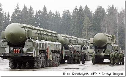 russia-missiles-427cm112410[1]
